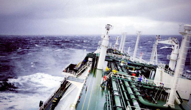 """Foto: Flota comercială a României, acum 20 de ani. Nava """"Cristian C"""" cutreieră aresturile lumii"""