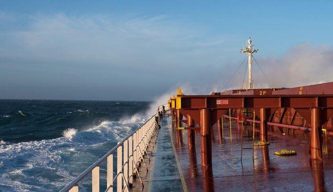 Strategia de restructurare și privatizare a flotei nu o apără de avalanșa de arestări - flota-1570822336.jpg