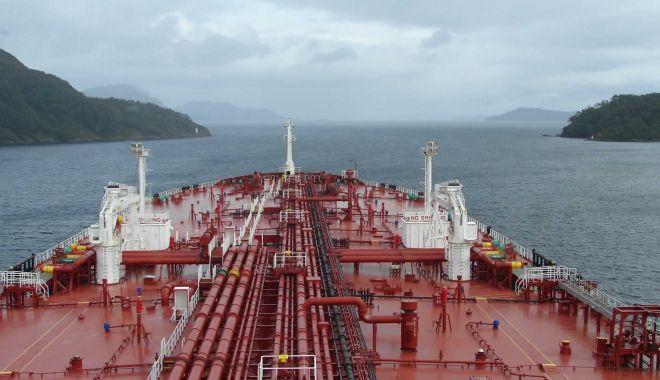 Foto: Dezastrul shipping-ului românesc, căutat cu lumânarea