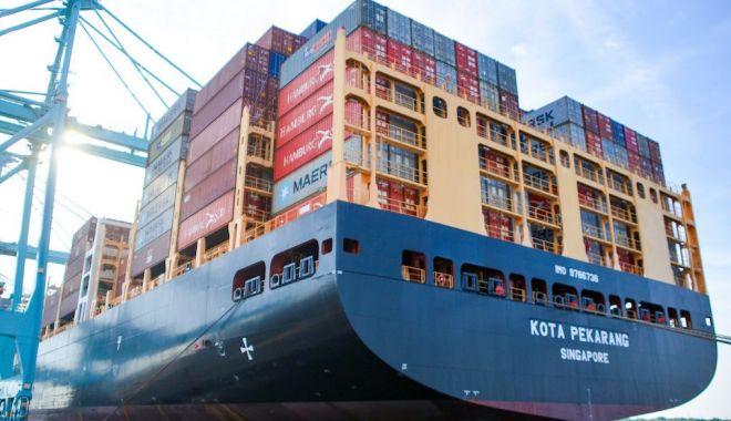 Foto: Flota mondială și porturile lumii, grav afectate de pandemia Covid-19