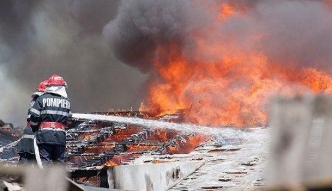 Trei copii lăsați singuri acasă au dat foc la locuință - foc-1518024418.jpg
