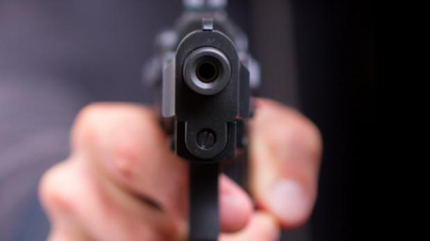 Un bărbat a tras cu pistolul deranjat de zgomotul copiilor care se jucau - foc2-1596270848.jpg