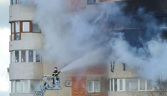 Atârnăm cu toții pe marginea balconului - foc61613462392-1613588135.jpg