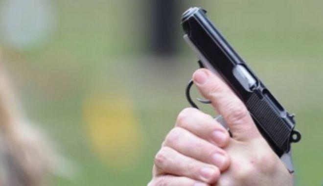 Foto: Focuri de armă pentru prinderea contrabandiștilor de țigări