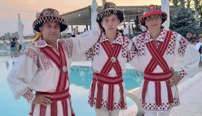 """Cine sunt laureaţii Festivalului Național """"Dobroge, vatră de folclor"""" - folclor22-1599579506.jpg"""