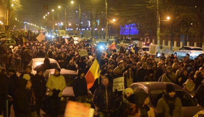 Cele mai mari proteste de la Revoluția din 1989! Peste jumătate de milion de români, în stradă! - fond-1486403748.jpg
