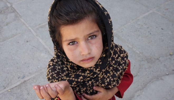 Copiii fără copilărie, de pe străzile Constanței. Părinți anchetați pentru exploatare! - fond-1600616320.jpg