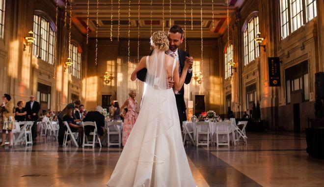 Lovitură pentru miri şi saloanele de evenimente! Nunţile, botezurile şi aniversările, interzise! - fond-1602694561.jpg