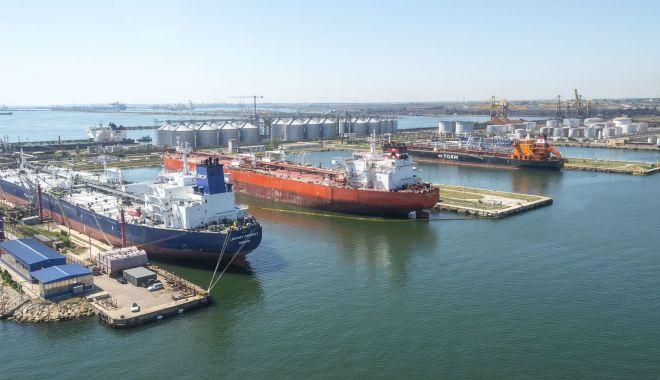 Alertă pe mare! Criza schimburilor de echipaje afectează 200.000 de navigatori - fond-1616340388.jpg