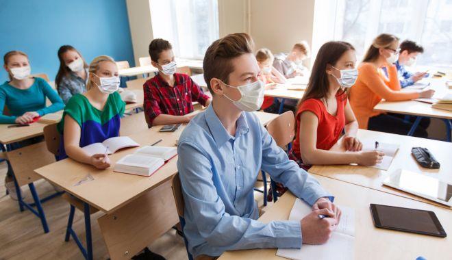 """Vacanţă de primăvară de o lună, examenele în iulie. """"Este bătaie de joc!"""" - fond-1616606055.jpg"""