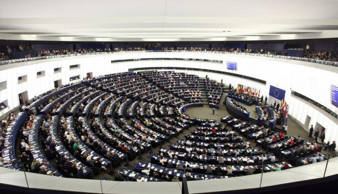 Eurodeputaţii cer mai multe sancţiuni împotriva Belarusului - fond-1623417124.jpg