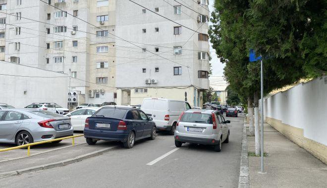 """Trafic de coşmar şi haos al parcărilor în cartierul Tomis II. """"Ne-au învrăjbit între noi!"""" - fond-1624381733.jpg"""