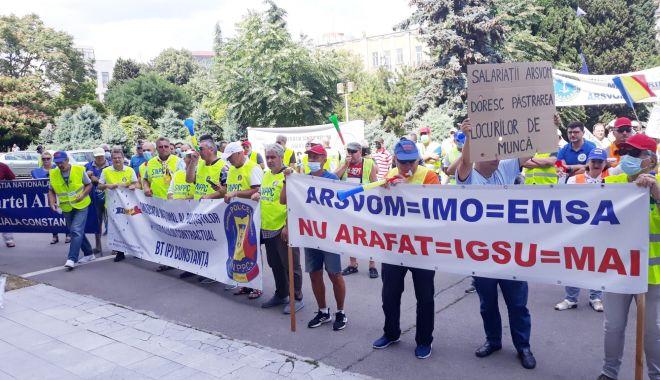 Foto - Sindicatele acuză Puterea că vrea să pună mâna pe ARSVOM, pentru a sifona banul public