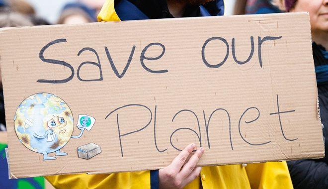 Politicienii şi oamenii de ştiinţă caută soluţii la schimbările climatice - fond-1627390113.jpg