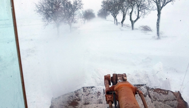 Foto: Iarna s-a dezlănțuit, la Constanța! Circulația, blocată pe mai multe drumuri din județ