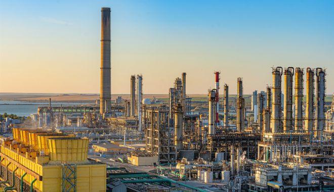 Petromidia își propune să prelucreze șase milioane de tone de materii prime - fond1-1620142189.jpg