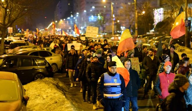 Cele mai mari proteste de la Revoluția din 1989! Peste jumătate de milion de români, în stradă! - fond2-1486460202.jpg
