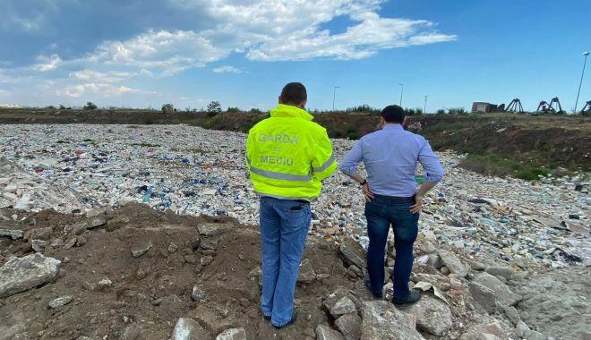 Foto: Cum explică Primăria Constanța dezastrul ecologic de la groapa de gunoi