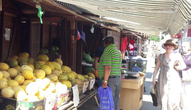 Pepeni giganţi de vânzare în pieţele din Constanţa. Unul singur ajunge şi la 20 kg - fond2-1627056783.jpg