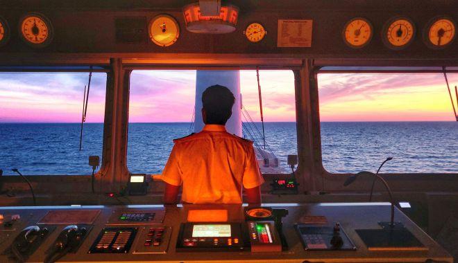 Foto: Cine îi salvează pe navigatorii abandonați pe mările și oceanele lumii?