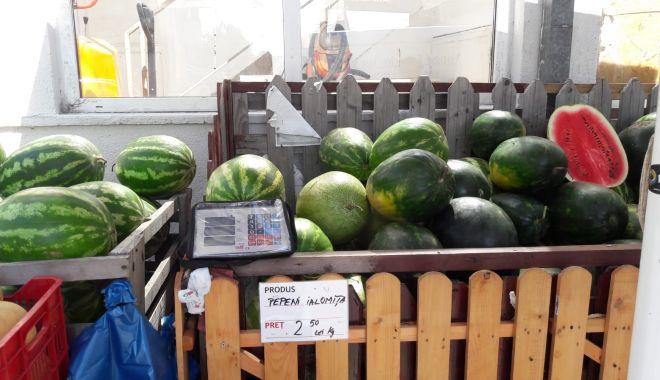 Pepeni giganţi de vânzare în pieţele din Constanţa. Unul singur ajunge şi la 20 kg - fond3-1627056793.jpg
