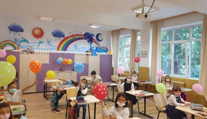 Prima zi de şcoală, în pandemie. Copii veseli, părinţi îngrijoraţi - fond4-1600106939.jpg