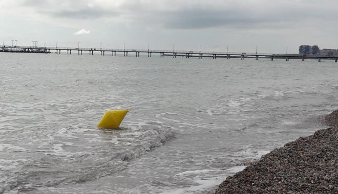 """Este sau nu periculoasă intrarea în mare, la Mamaia? """"Turiştii trebuie să fie atenţi când intră în apă"""" - fond5-1623953698.jpg"""