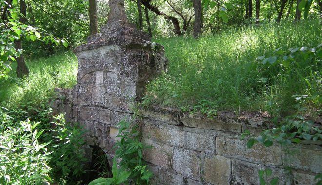 Moștenire de la otomani. Secrete de sute de ani, ascunse în Dobrogea! - fond5cismeapadure2-1572991108.jpg