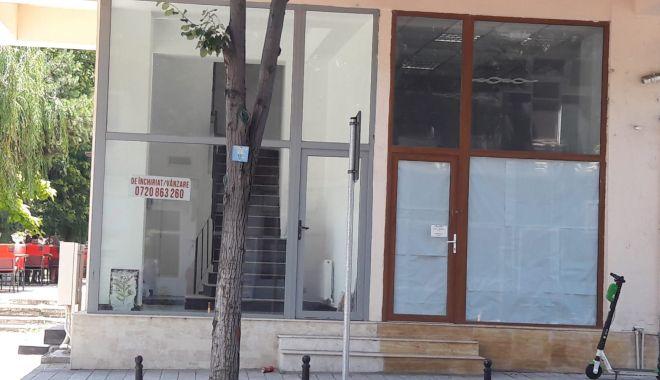 Vitrine goale și spații comerciale cu lacăte, de strajă noii zone pietonale din Constanța - fondaltul-1626020715.jpg