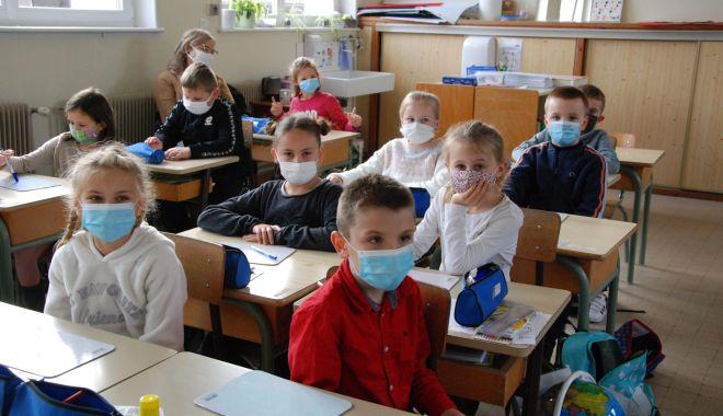 Anul şcolar, mai lung cu o săptămână. Clasele terminale, cursuri online în luna aprilie - fondanulscolar-1616694951.jpg