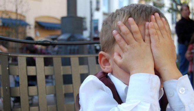 Foto: Copilărie în chinuri pentru mii de suflete. Avocatul Copilului, sesizat de prea puține ori