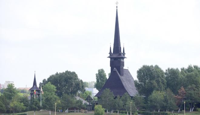 Bani pentru biserică! Cât mai cer preoții pentru o nuntă sau un botez - fondbiserica-1505837518.jpg