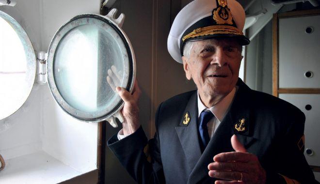 O viață cât un veac! Decanul de vârstă al marinarilor militari a împlinit 102 ani! - fondcaragea102anisursafortelenav-1610985473.jpg