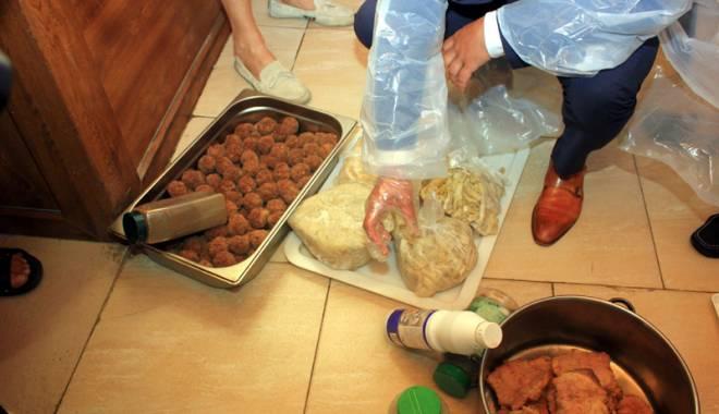 Foto: Dezastru în restaurantele din Mamaia. Tone de carne stricată, confiscate