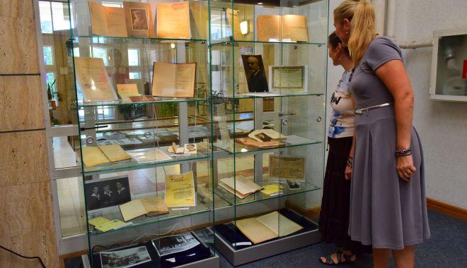 Foto: Cărți din secolul XV la Biblioteca Județeană. Cronica de la Nürnberg, o adevărată enciclopedie