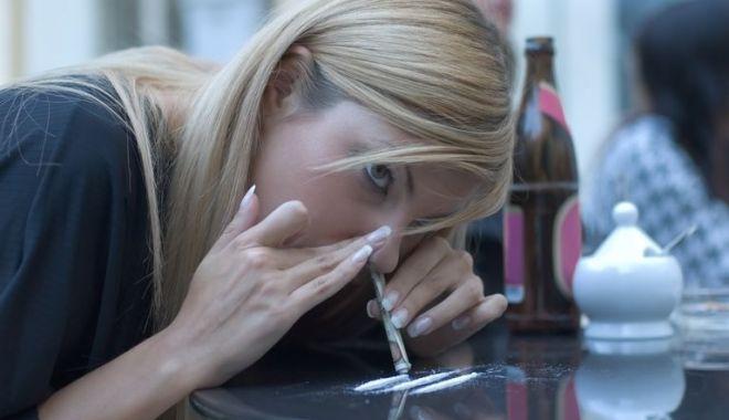 """Foto: Coșmarul părinților! """"Unde pot să-mi internez copilul, să scape de droguri?"""""""