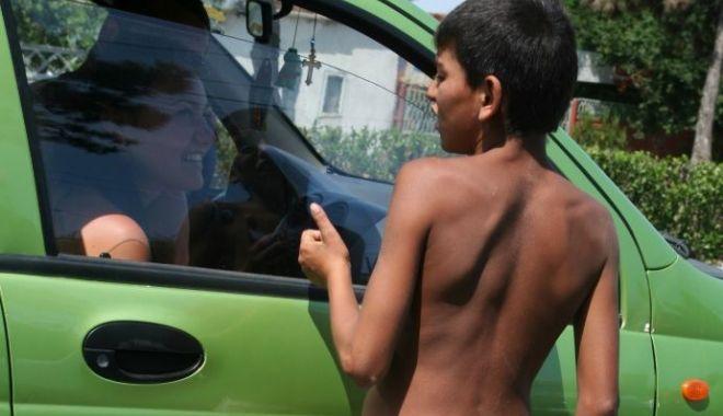 Copiii fără copilărie, de pe străzile Constanței. Părinți anchetați pentru exploatare! - fondcersetoripolitie22-1600616303.jpg