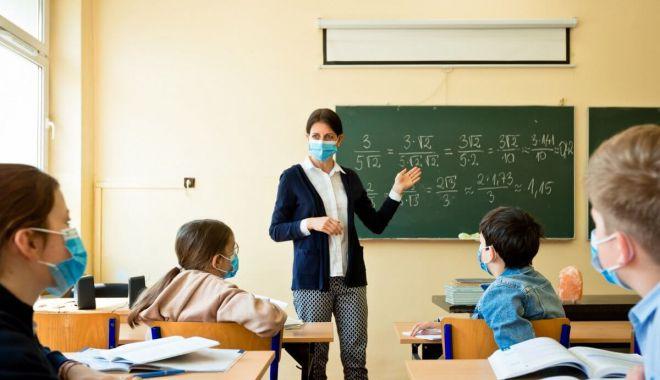 Cursuri de recuperare a materiei, în vacanţă, în şcolile din judeţul Constanţa - fondcursuriderecuperare-1617803000.jpg