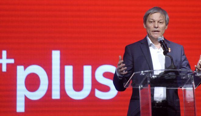 """Foto: Premierul Orban, taxat de Dacian Cioloș: """"Plata amenzii nu este un merit politic"""""""