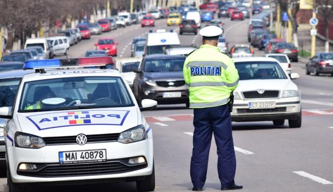 Doi polițiști loviți cu mașina de șoferi beți, lăsați în libertate de procurori.
