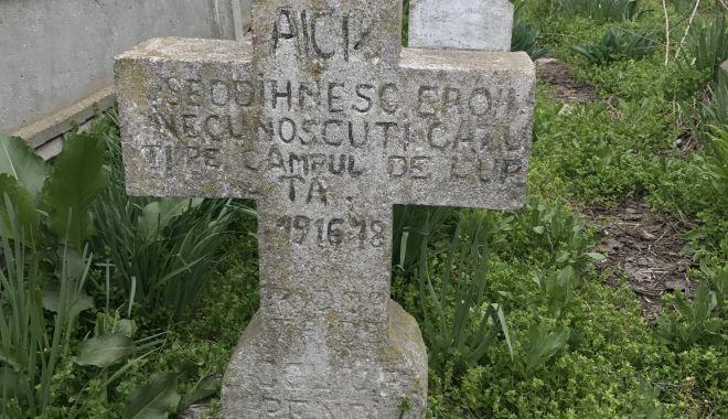 Troiță închinată eroilor din Primul Război Mondial, descoperită în cimitirul de la Vadu - fonderoicorbu5-1570651948.jpg