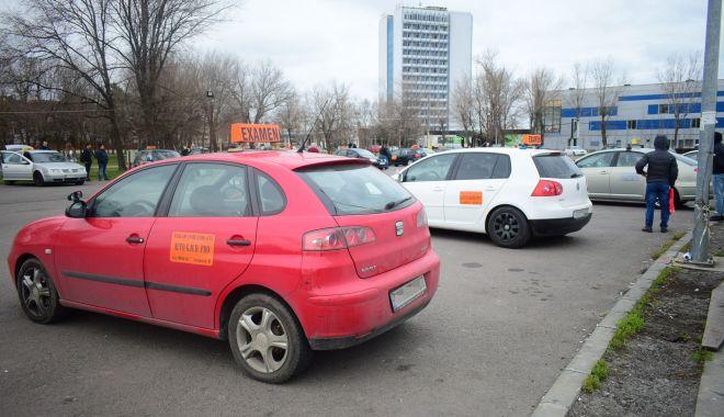 """Examenele pentru obținerea permiselor auto se susțin cu """"viteza melcului""""! - fondexamen1-1617546554.jpg"""