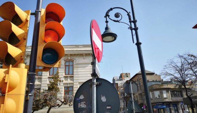 """Foto: Circ în intersecțiile din Constanța, din cauza """"galbenului intermitent""""!"""