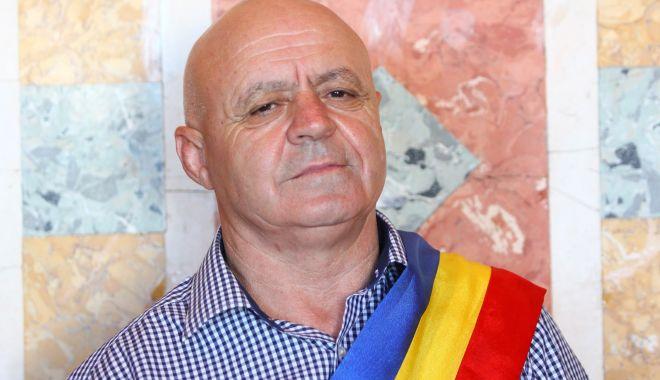 """Primarul comunei Mihai Viteazu, Gheorghe Grameni: """"Educația și sănătatea sunt prioritățile mele"""" - fondgheorghegrameni6-1600449602.jpg"""