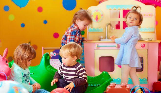 Foto: Scenarii pentru deschiderea grădinițelor. Copiii din grupele mici ar putea rămâne acasă