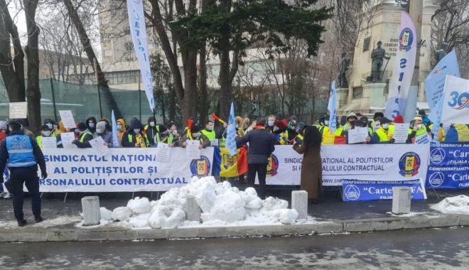 """Polițiștii din Constanța protestează în stradă. """"Vrem salarii corecte!"""" - fondmiercuriprotest2-1610983083.jpg"""
