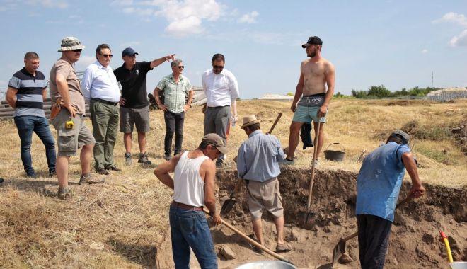 """Preşedintele CJC, Mihai Lupu: """"La Capidava avem în vedere punerea în valoare a patrimoniului arheologic"""" - fondmihailupucapidavaprint-1628097258.jpg"""