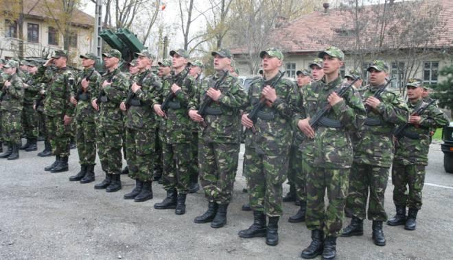 """Foto: Militarii trag primele """"gloanțe"""" spre Guvern: salarii mărite, bani de chirie și… mai puține mese la Forțele Navale"""