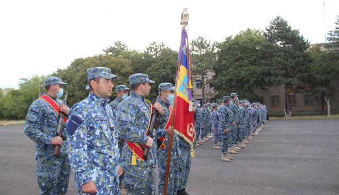 Adio, arme! Pălării și bastoane, la final de carieră, pentru trei militari de la Capu Midia - fondmilitarpensie5-1601491486.jpg