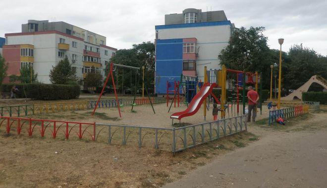 """Foto: La pas prin parcurile Constanței: """"Când vine Poliția Locală oamenii își amintesc să fie civilizați!"""""""